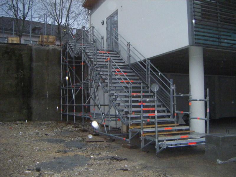 Location escalier d 39 acc s temporaire en echafaudage franche comt jura doubs - Location echafaudage escalier ...